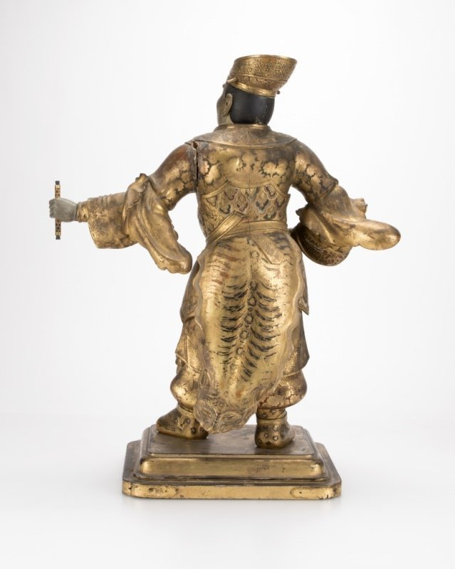 A Japanese carved and polychromed temple guard - 4