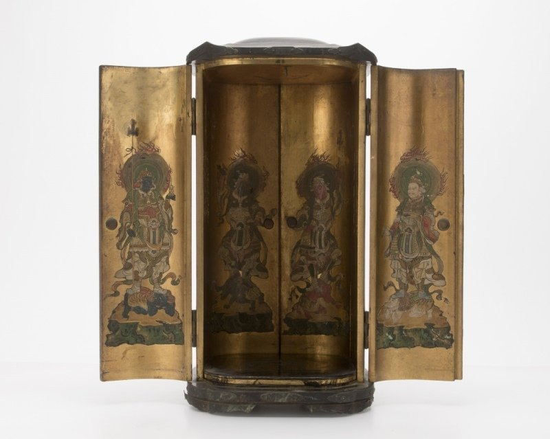 A Japanese black lacquer zushi