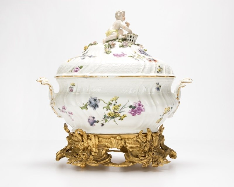 Meissen lidded soup tureen and gilt-bronze stand