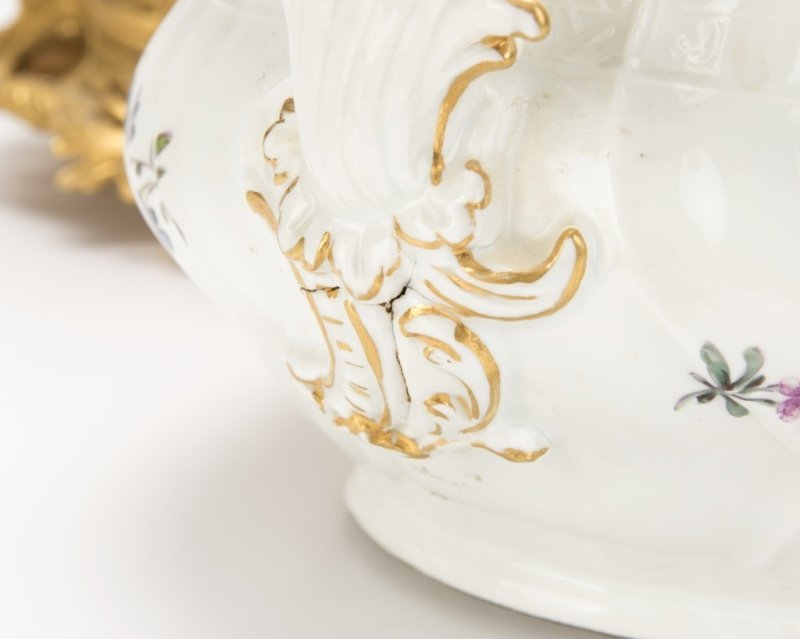 Meissen lidded soup tureen and gilt-bronze stand - 3