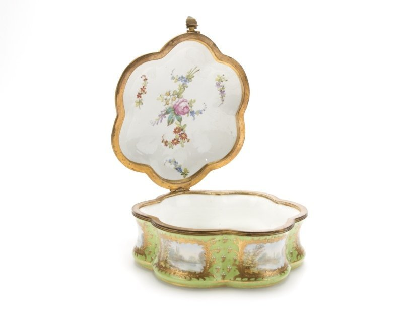 A Sevres-style gilt bronze-mounted porcelain box - 2
