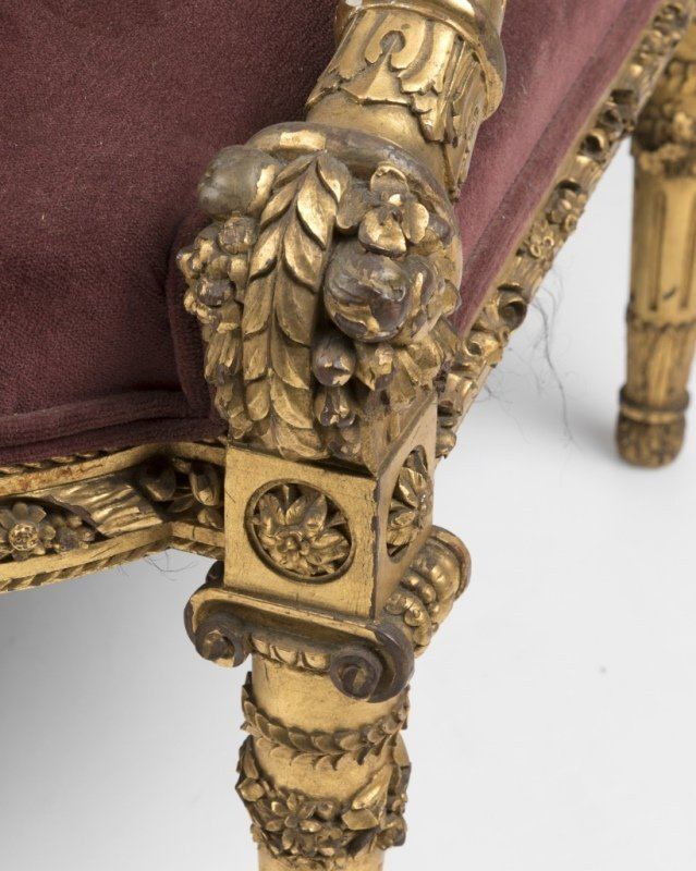 A Louis XVI-style carved giltwood settee - 3