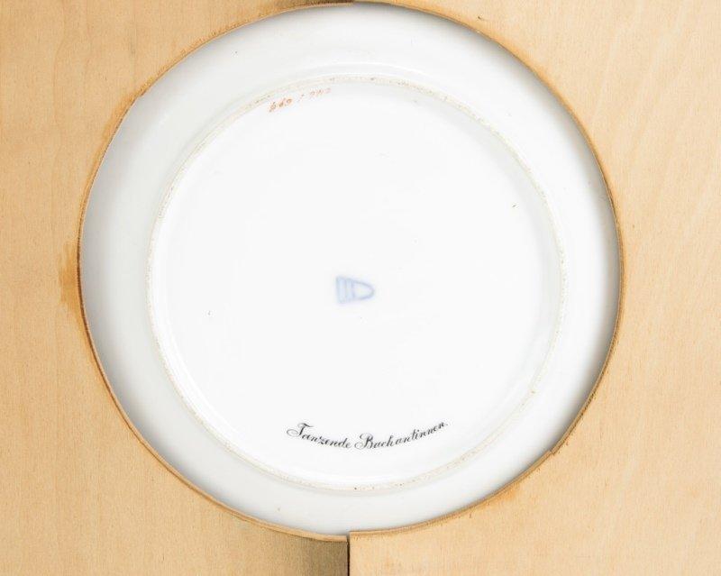A framed Royal Vienna porcelain plate - 3