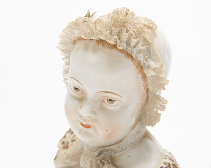 A pair of German porcelain busts - 3