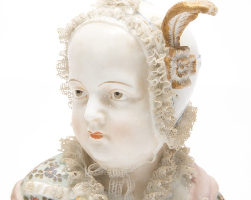 A pair of German porcelain busts - 4