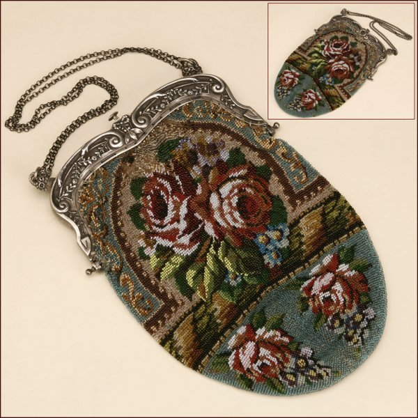 1016: A FLORAL BEADED PURSE, PROBABLY GERMAN, C. 1900