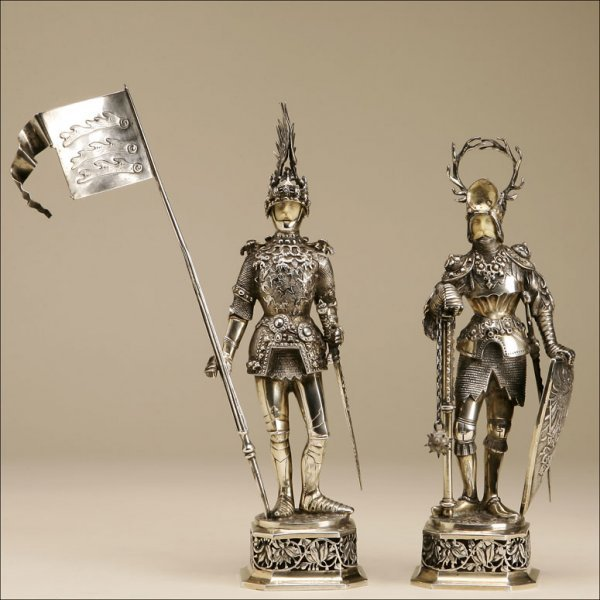 1073: A PAIR OF GERMAN SILVER FIGURES OF KNIGHTS