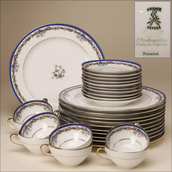 2004: A G. AHRENFELDT LIMOGES PART DINNER SERVICE