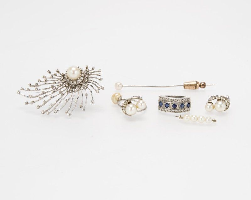 A group of six jewelry items
