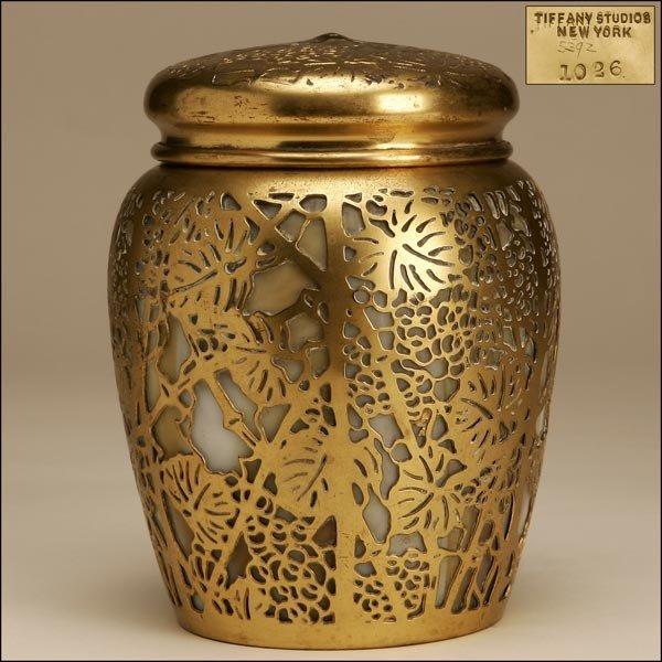 1009: A TIFFANY STUDIOS GILT-BRONZE & GLASS COVERED JAR