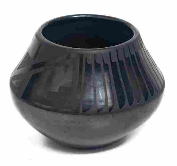 Maria & Popovi Black Pottery Feathered Jar