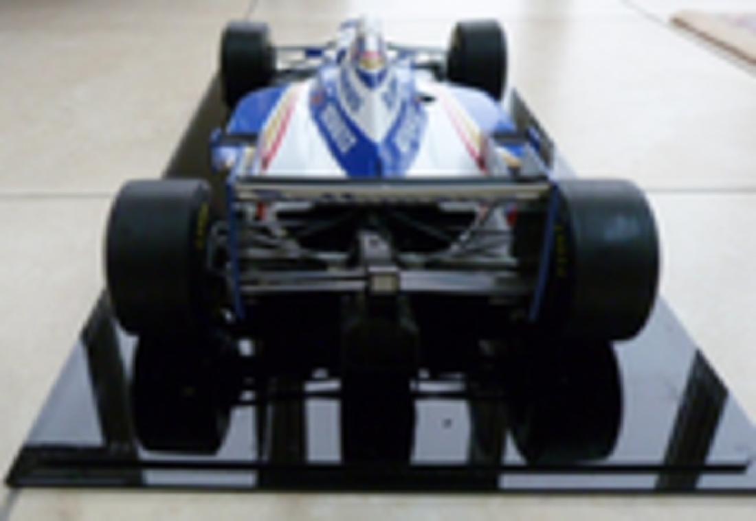 Williams FW18 1/8 scale model. - 2