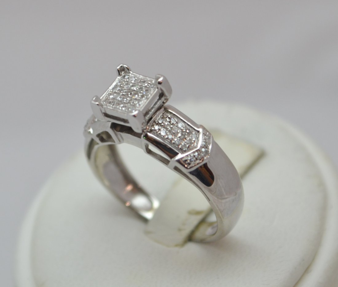 10K White Gold Multi Diamond Engagement Ring. 1/4 ct