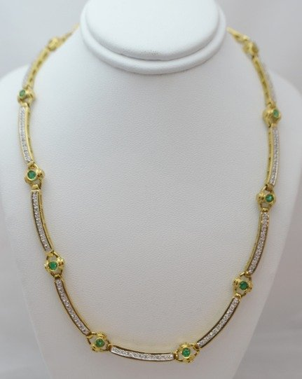 18K Gold Choker w/ 2..50 ctw Diamond & Emerald