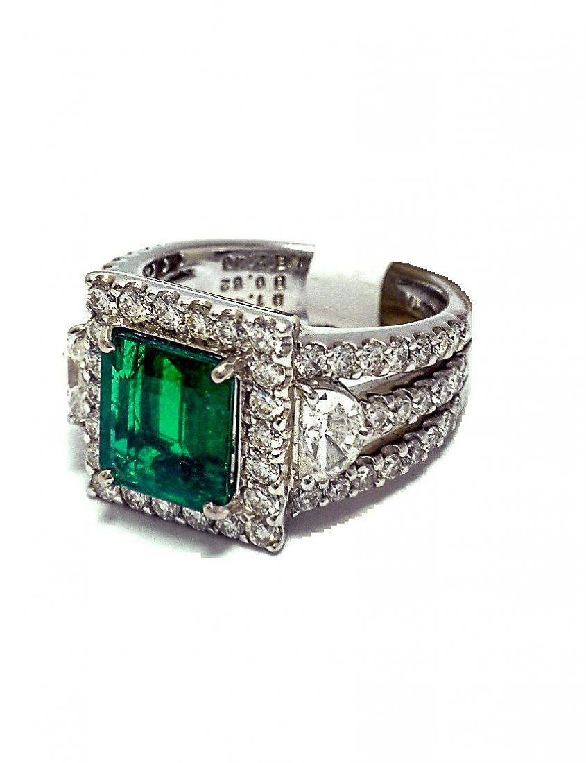 Platinum Ring with Colombian Emerald and Diamonds