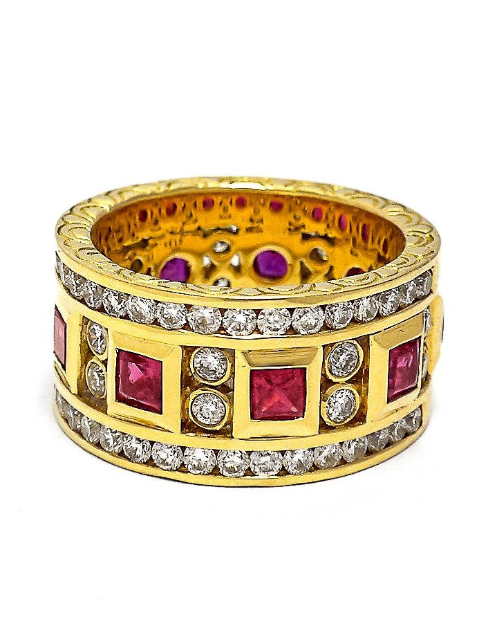 18Kt Yellow Gold Ring with Rubies and Diamonds