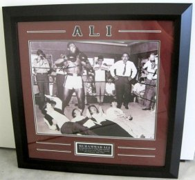 MUHAMMAD ALI SIGNED (THE BEATLES KO ) PHOTO FRAMED COA