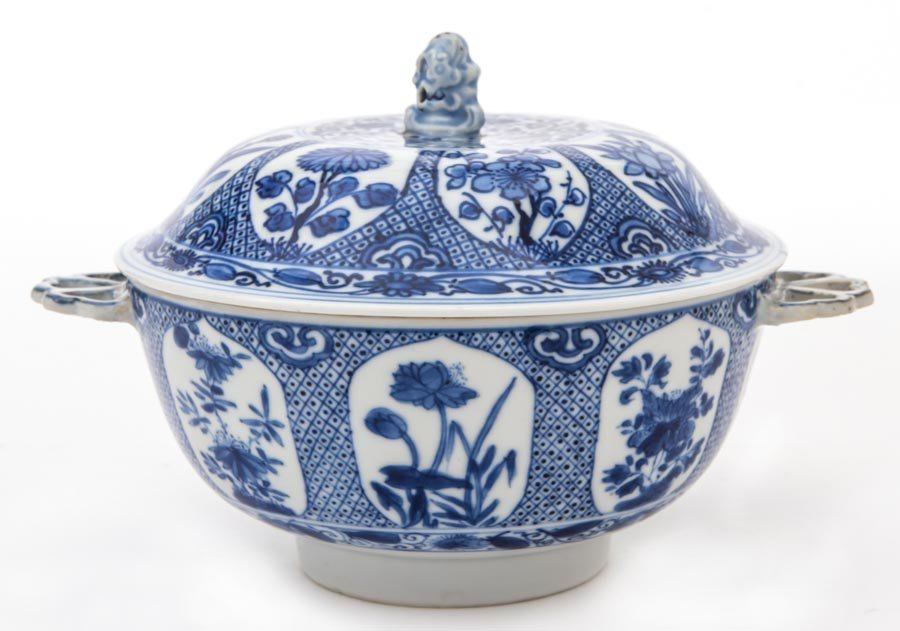 A Chinese blue and white bowl and cover