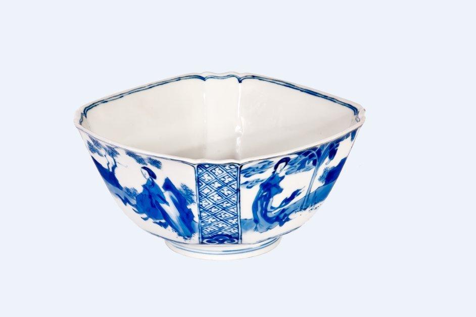 A fine blue and white square bowl