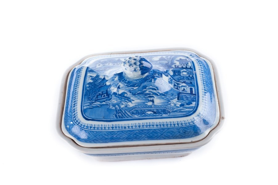 Qing dynasty canton Blue and White covered dish.