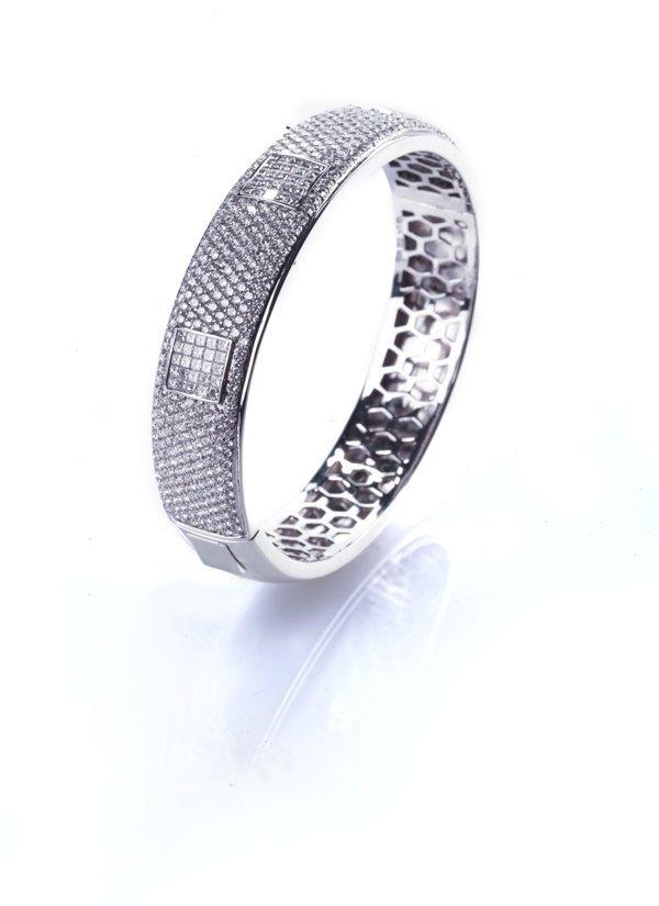 diamond Bangle18k 52g diamond approximately 7.75ct