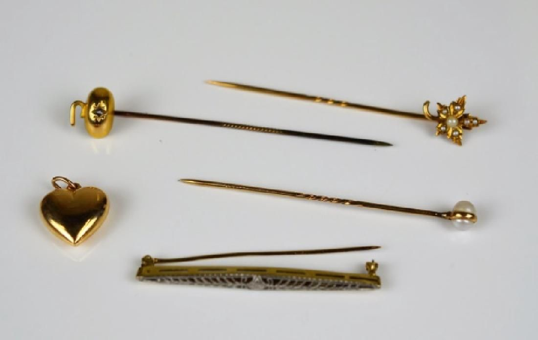 LOT OF GOLD JEWELLERY
