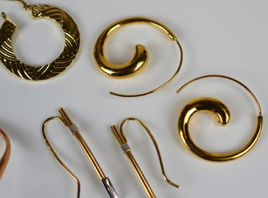 LOT OF GOLD EARRINGS - 2