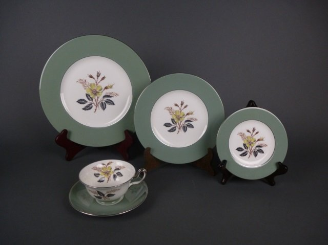 Wedgwood Greenwood pattern dinner service