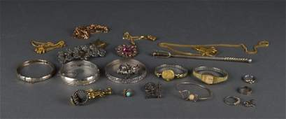 Collection of jewellery including silver