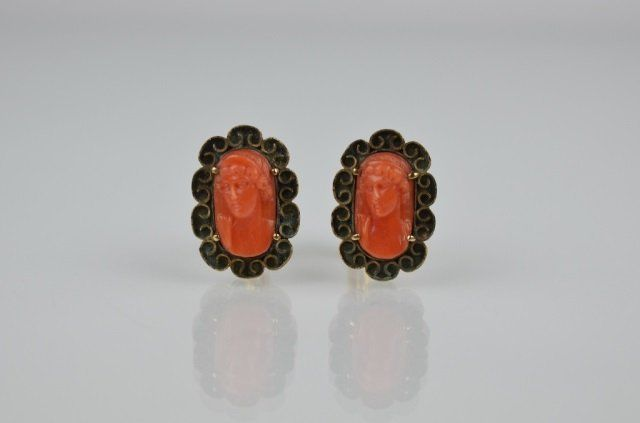 PAIR OF ITALIAN 14K GOLD AND CORAL CUFFLINKS