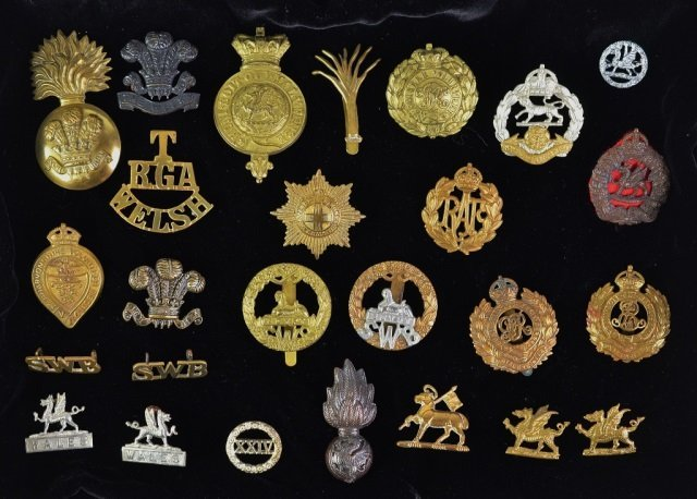 COLLECTION OF WWI & WWII BADGES & PINS