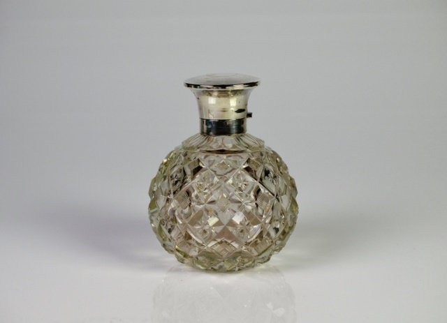 ANTIQUE CUT GLASS PERFUME BOTTLE WITH SILVER TOP