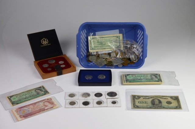 COLLECTION OF COINS & BANK NOTES