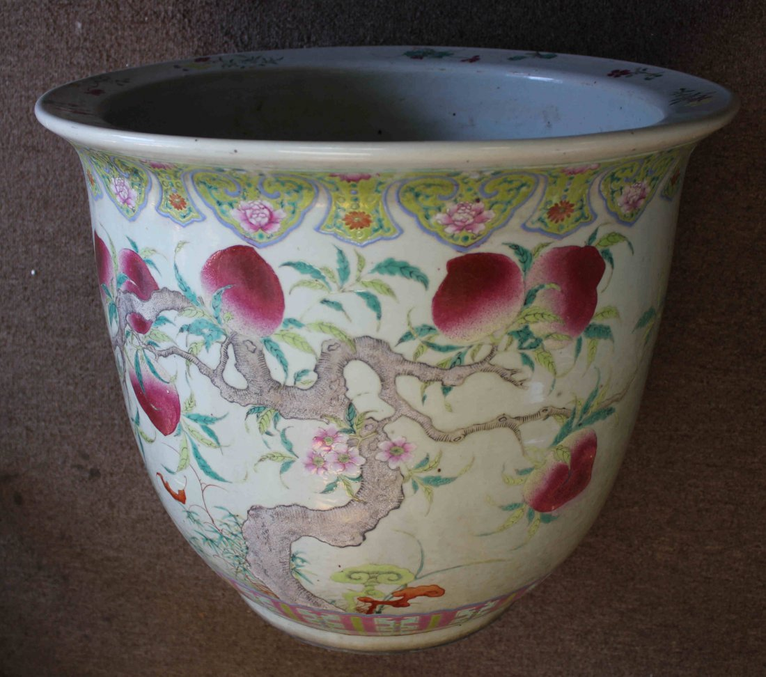 A HUGE CHINESE FAMILLIE ROSE PORCELAIN FLOWER POT