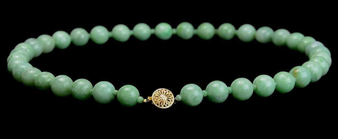 A Chinese Jadeite Beads Necklace