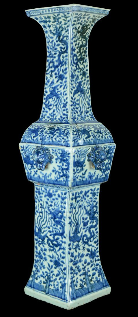A RARE HUGE CHINESE IMPERIAL  BLUE AND WHITE VASE,MING