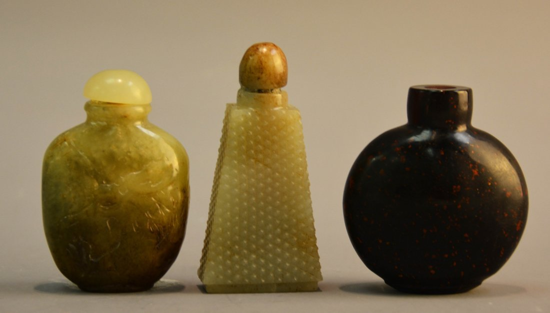 THREE CHINESE JADE AND GOLD STAR GLASS SNUFF BOTTLES