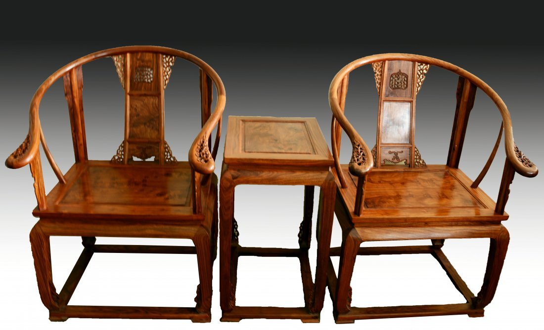 A PAIR OF CHINESE HUANGHUALI HORSESHOEBACK ARMCHAIRS