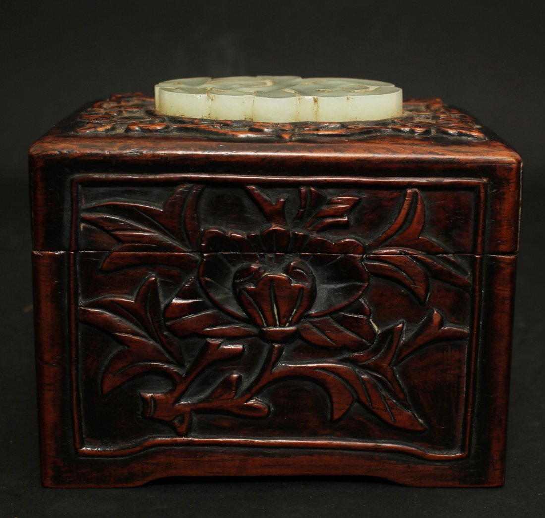 QING DYNASTY, A CHINESE JEWERLY BOX WITH WHITE JADE ON