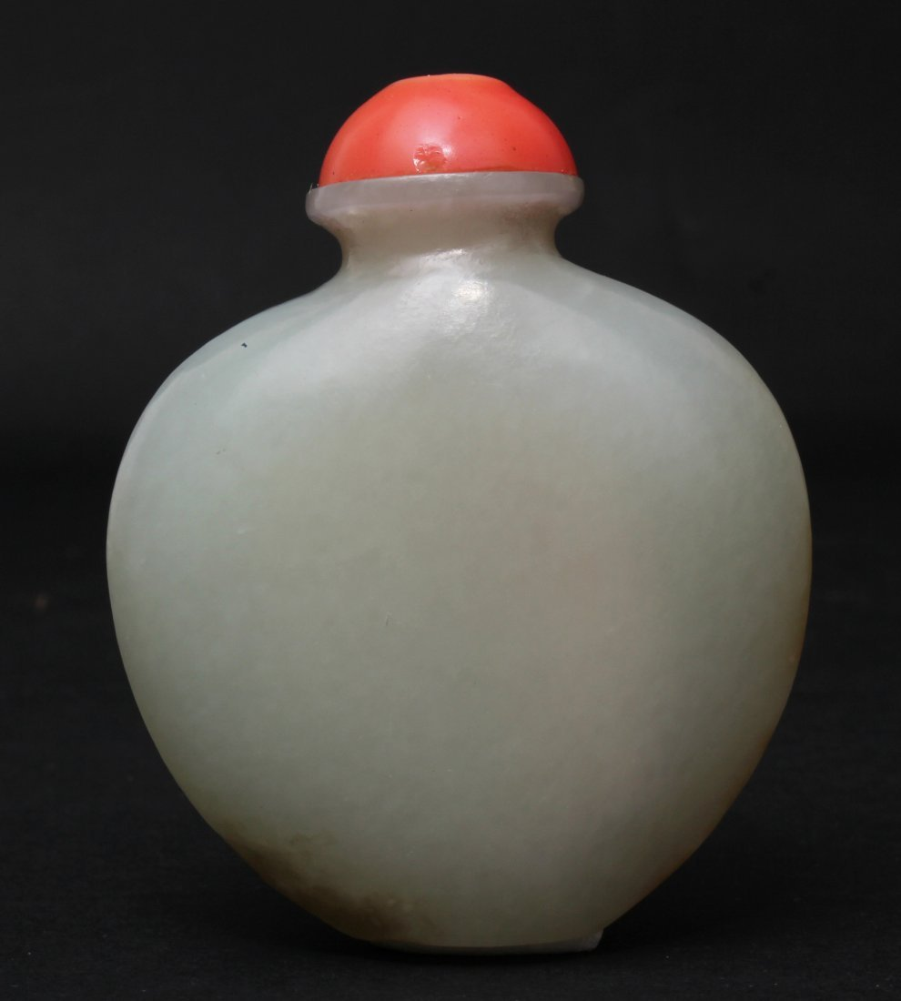 A CHINESE WHITE JADE SNUFF BOTTLE WITH RED CORAL TOP