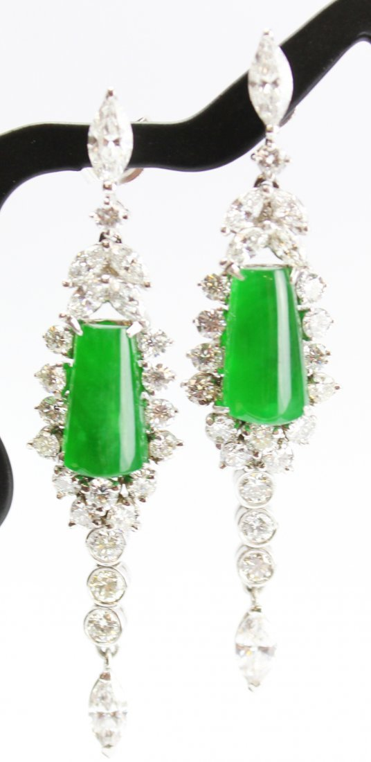 A PAIR OF VERY BEAUTIFUL TRANSLUCENT JADEITE EARRINGS