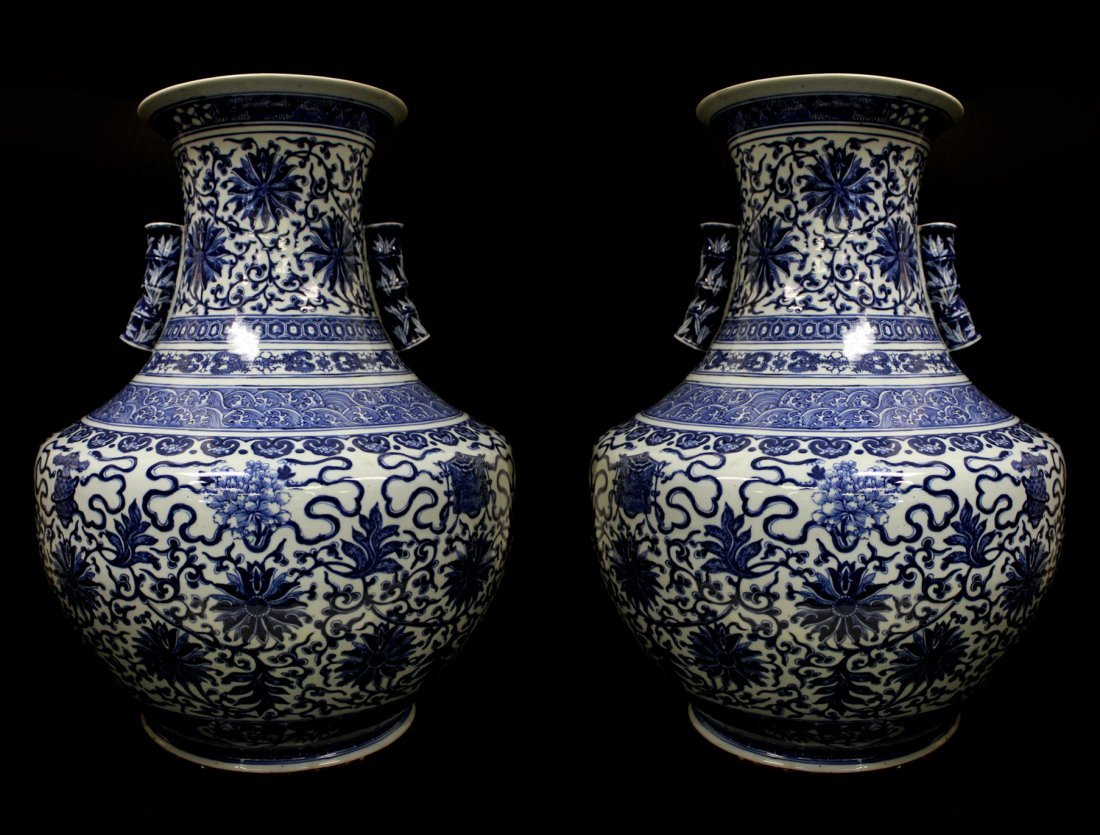 A PAIR OF RARE AND HUGE CHINESE BLUE AND WHITE,19TH C.