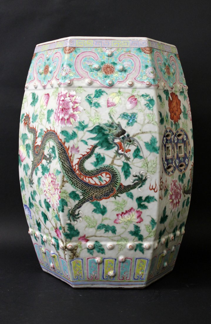 A CHINESE PORCELAIN GARDEN SEAT, 19TH C.
