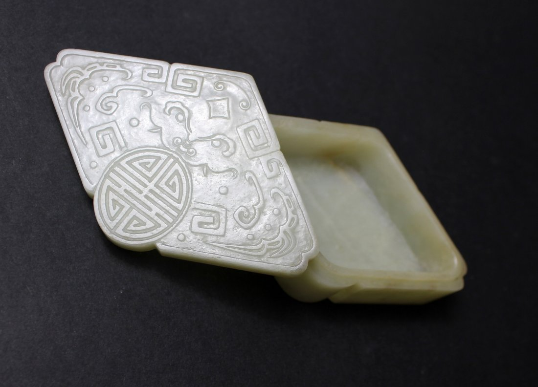 18TH/19TH, A CHINESE WHITE JADE SEAL INK BOX