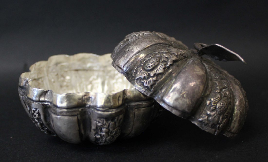 QING DYNASTY, A SILVER CARVED BOX - 2