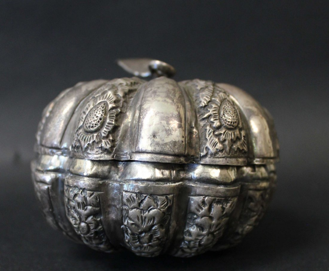 QING DYNASTY, A SILVER CARVED BOX - 4