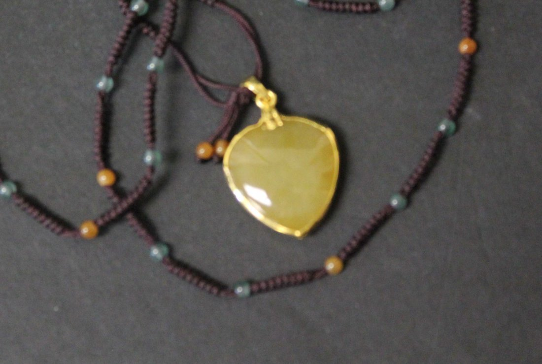A YELLOW JADIET WITH 24K GOLD SETTING WITH NECKLACE