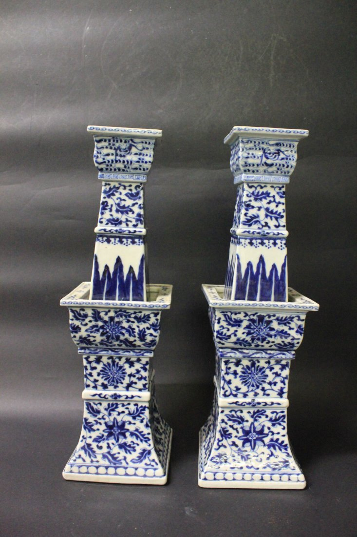A PAIR OF LARGE CHINESE BLUE AND WHITE PORCELAIN CANDLE