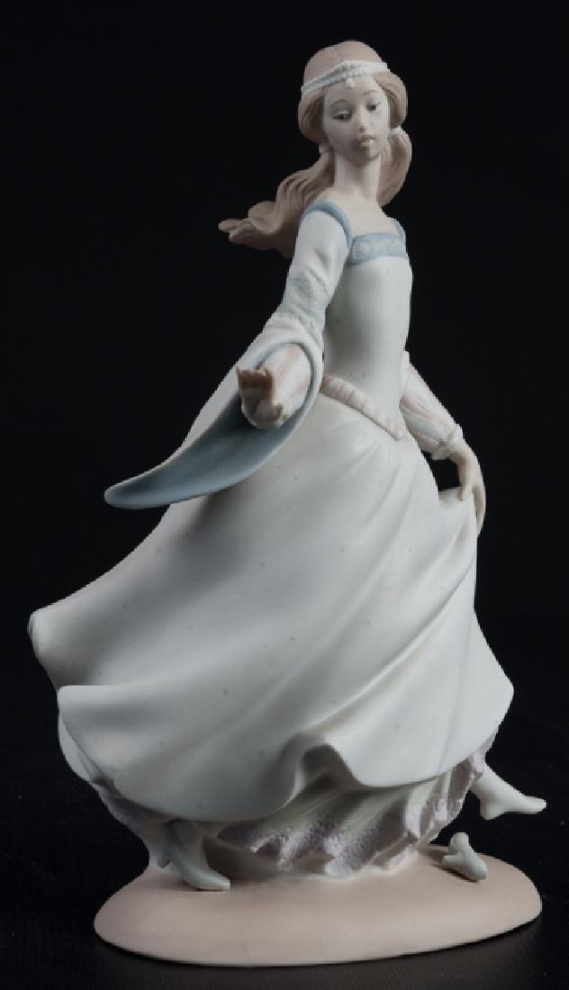 """Lladro """"Cinderella"""" #4828 Figure"""