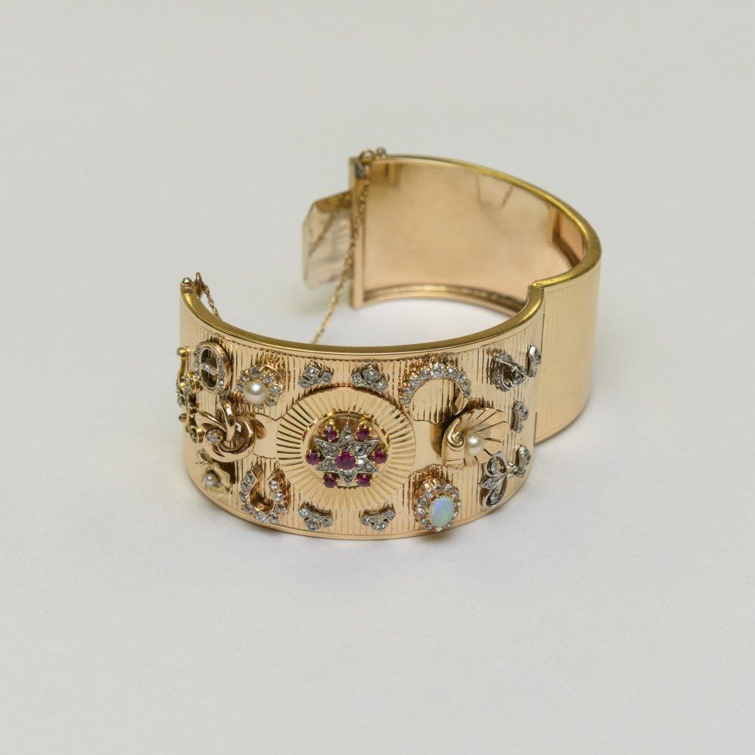 A Bangle Bracelet with 2.13 Ctw Diamonds